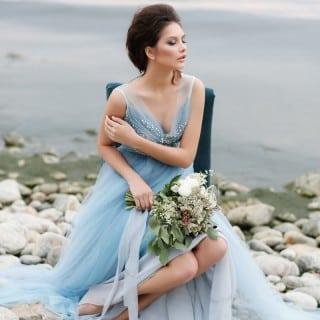 невеста в голубом платье