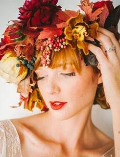 невеста с венком на голове осень